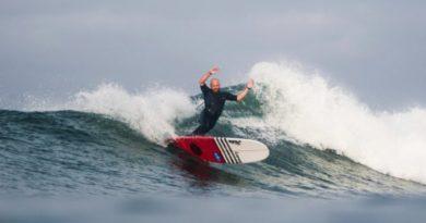 Phil Rajzman vence tradicional circuito entre clubes de surfe da Califórnia (EUA)