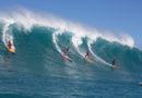 Primeiro campeonato feminino de surfe de ondas gigantes em Waimea