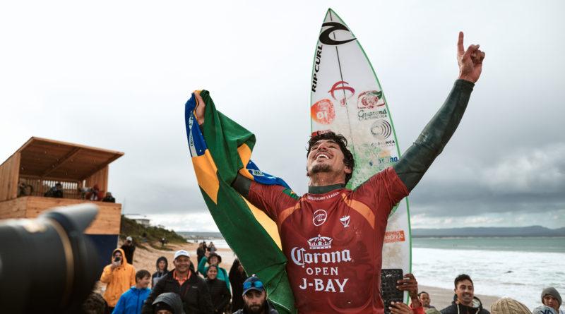 Medina dá show e é campeão da etapa de J-Bay