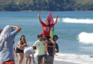 Sophia Medina é o destaque na etapa inicial do Hang Loose Surf Attack