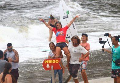 Camila Cássia é a bicampeã do Circuito Brasileiro de Surf Feminino em Ubatuba