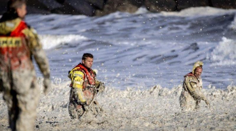 5 surfistas morrem durante ressaca na Holanda
