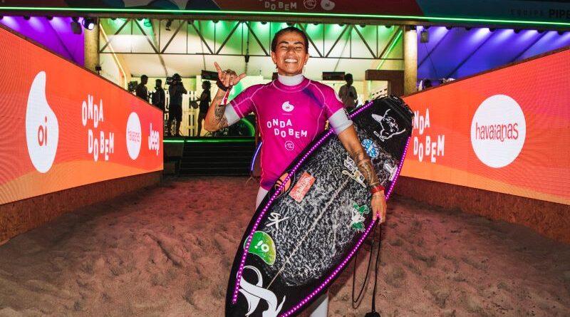 LUGAR DE MULHER É NO MAR: AS SURFISTAS ESTÃO DROPANDO AS ONDAS COMO NINGUÉM